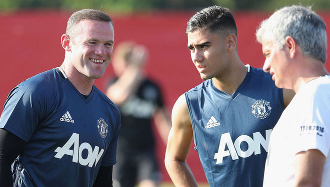 Jose mourinho tidak mau tanda tangan di kaos jersey